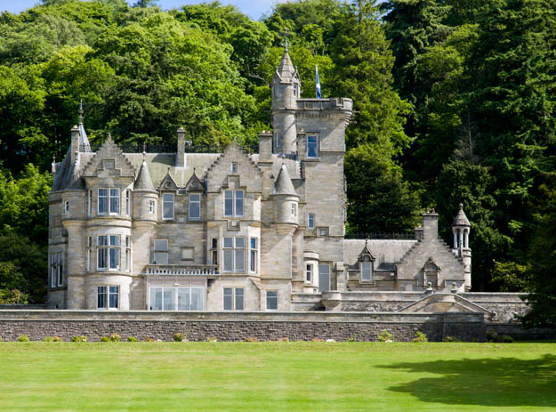 10 scottish castles you can stay a night in part 1 for Stay in a haunted castle in scotland