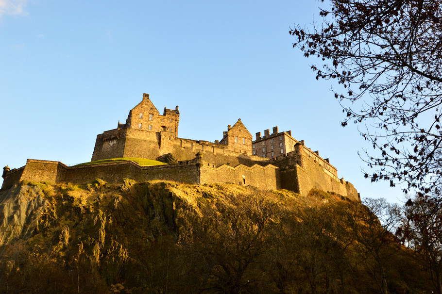 edinburgh_castle_st_cuthberts