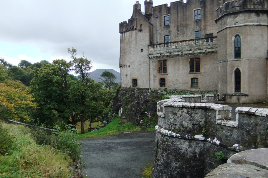 dunvegan_castle_green_lady