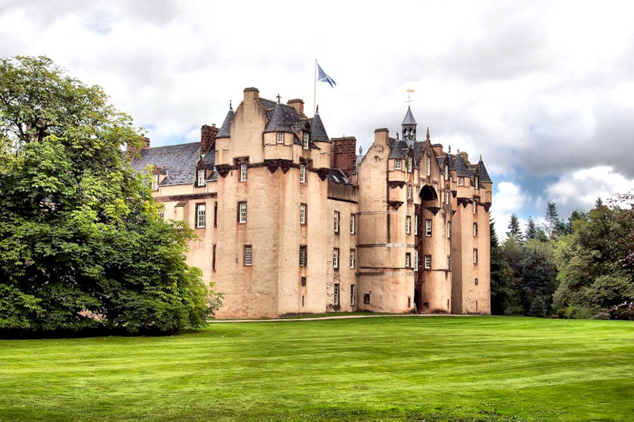 10 haunted scottish castles you must visit for Stay in a haunted castle in scotland